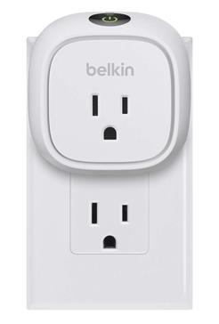 The Belkin WeMo Insight doesn't block the bottom plug