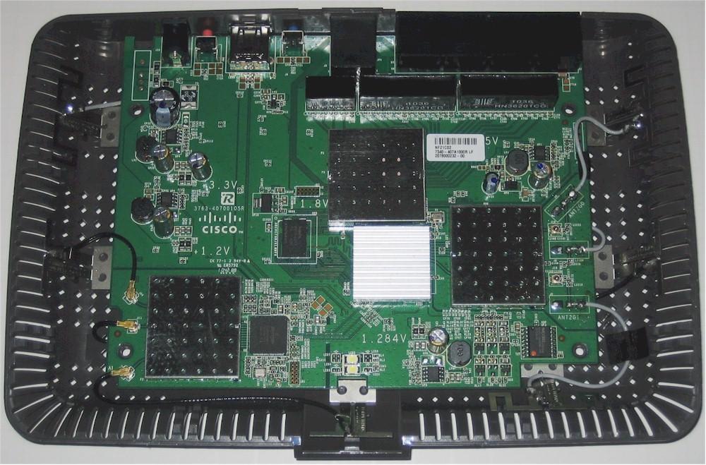www.smallnetbuilder.com/images/stories/wireless/cisco_e4200/cisco_linksys_e4200_board1.jpg