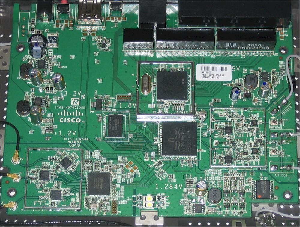 www.smallnetbuilder.com/images/stories/wireless/cisco_e4200/cisco_linksys_e4200_board2.jpg