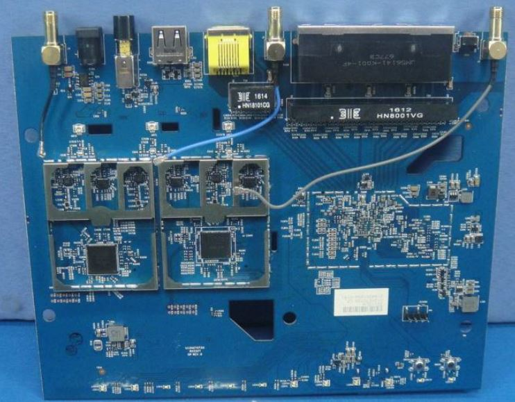 NETGEAR R7000P board radio side