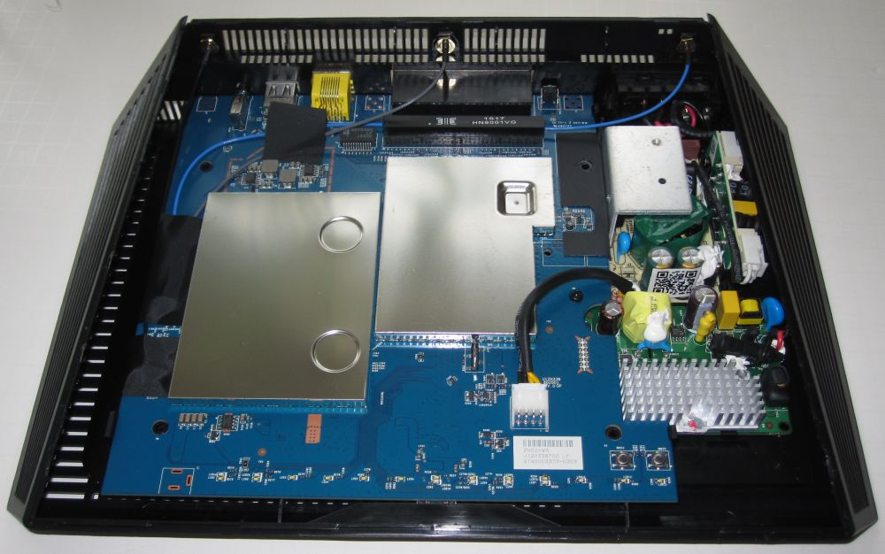 NETGEAR R7300DST PCB assembly with heat sinks in place
