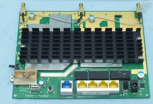 TP-LINK Archer C8 board with heatsink